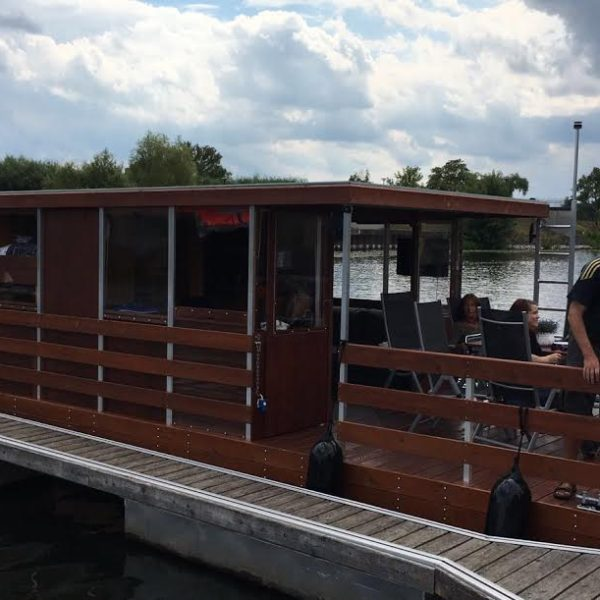 hausboot mieten in brandenburg berlin und mecklenburg. Black Bedroom Furniture Sets. Home Design Ideas